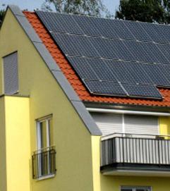 Strom aus PV-Anlagen dank Batteriespeichern selbst nutzen